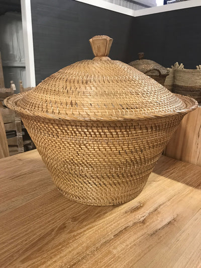 Short Natural Fiber Woven Basket with Lid