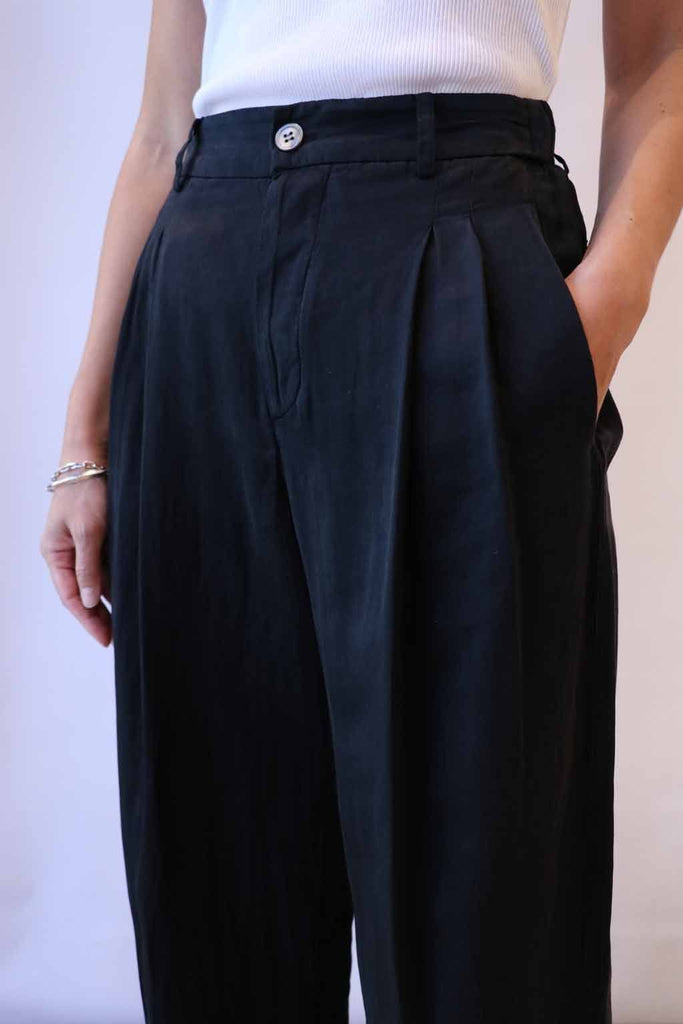 Raquel Allegra Pleated Pants in Black