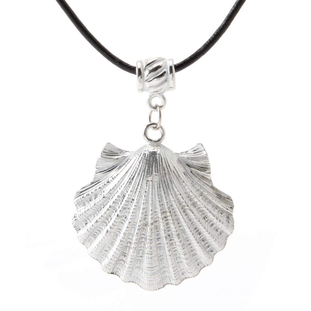 Shell Pendant Black Leather