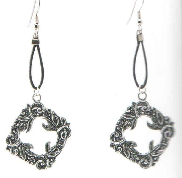 Wreath Earrings Leather DD-116