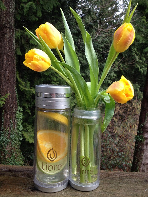 tough and pretty glass water bottle with built in filter for tea