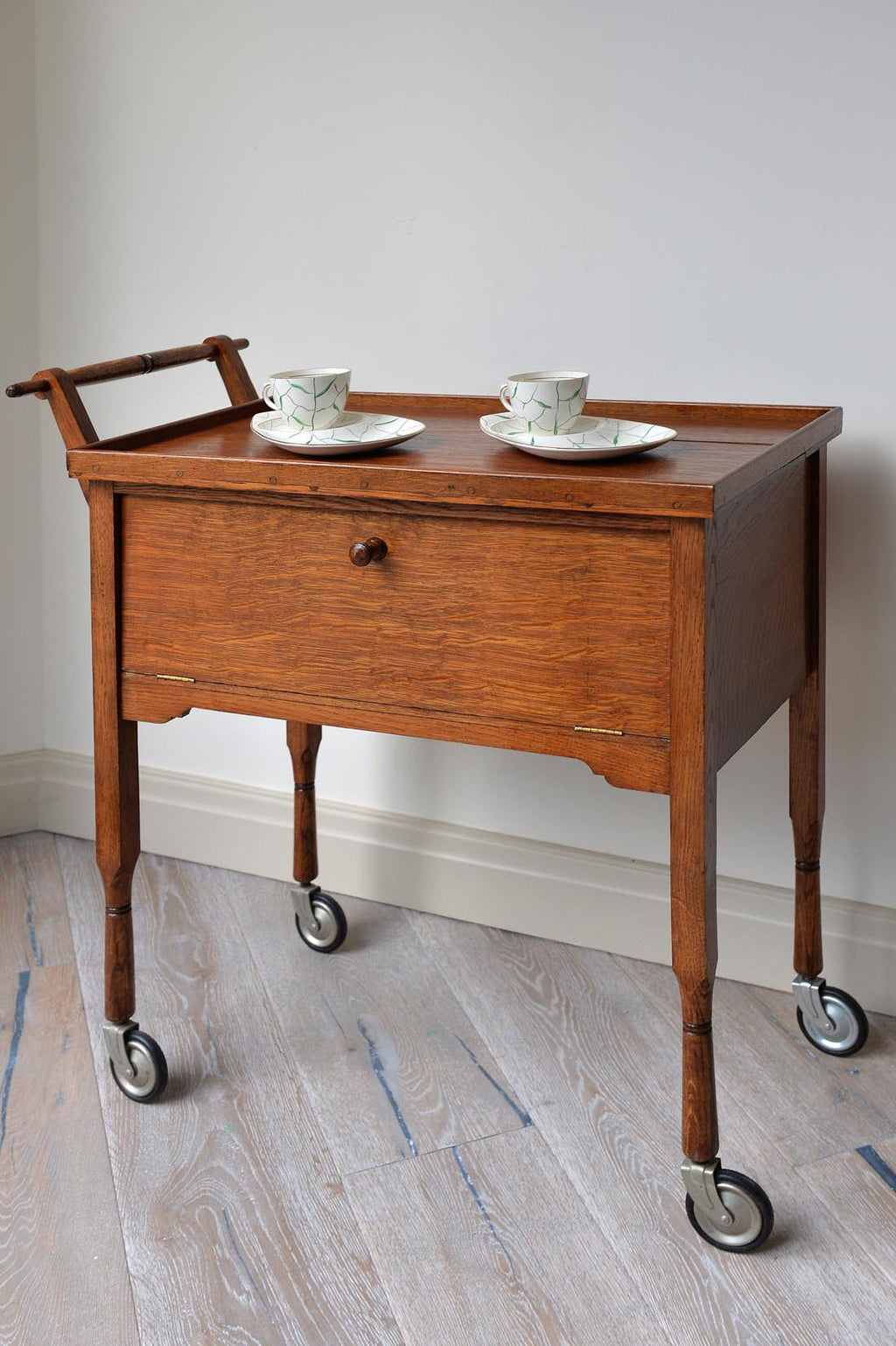 L'Atelier vintage trolley featured on Houzz and How oak fits well with the Japanese aesthetic