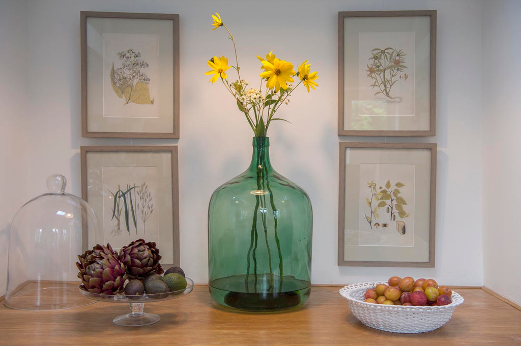 12 tips to Create gorgeous displays with your wall art with same size frames