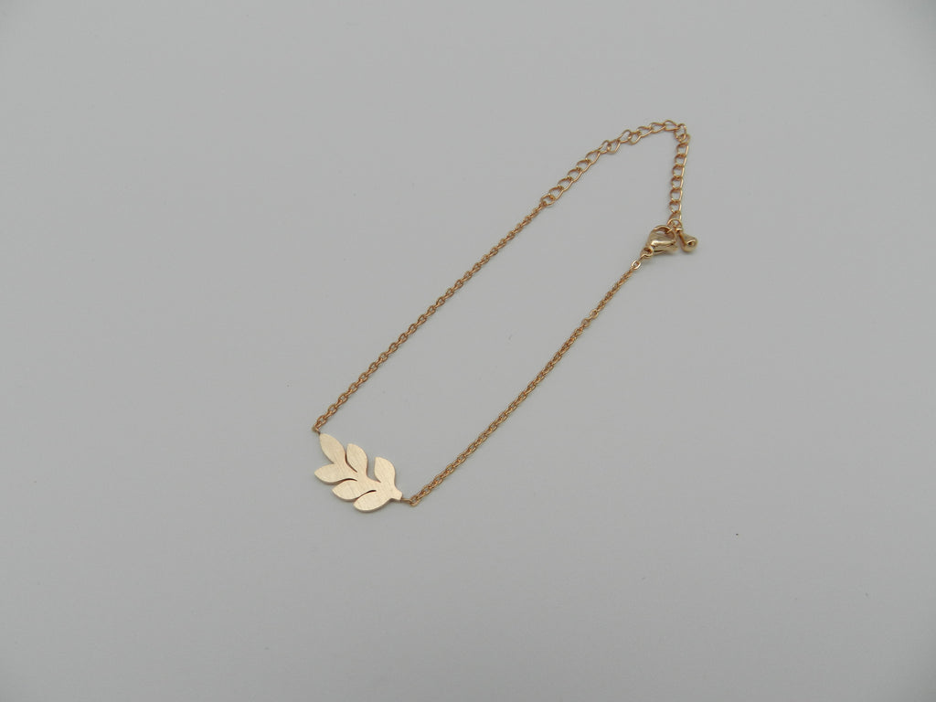 Leaf bracelet in rose gold