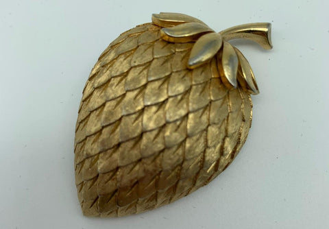 Gold Trifari strawberry brooch pin - L'Atelier Natalia Willmott