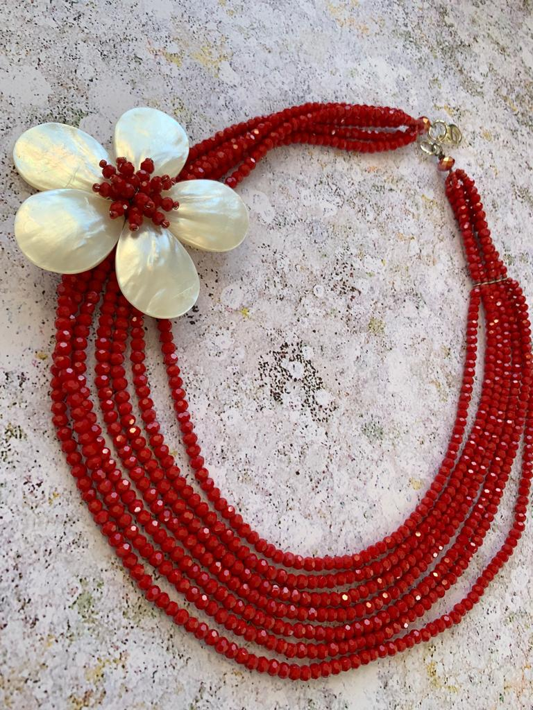 Red beaded multistrand necklace with mother-of-pearl flower - L'Atelier Natalia Willmott