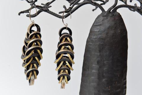 Black and gold links leather earrings by Mojiana - L'Atelier Natalia Willmott