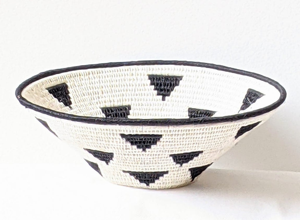 Hand woven sisal basket plate - black and white triangles