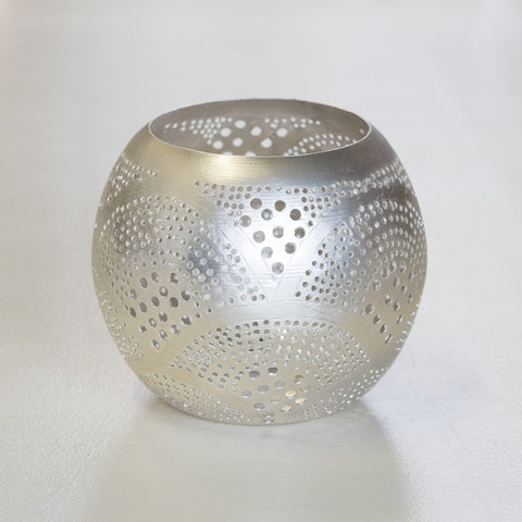 Round metal tealight holder with fan pattern - L'Atelier Natalia Willmott