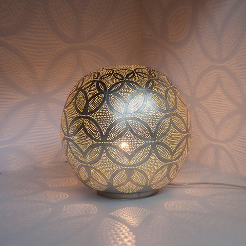 Medium silver metal table lamp
