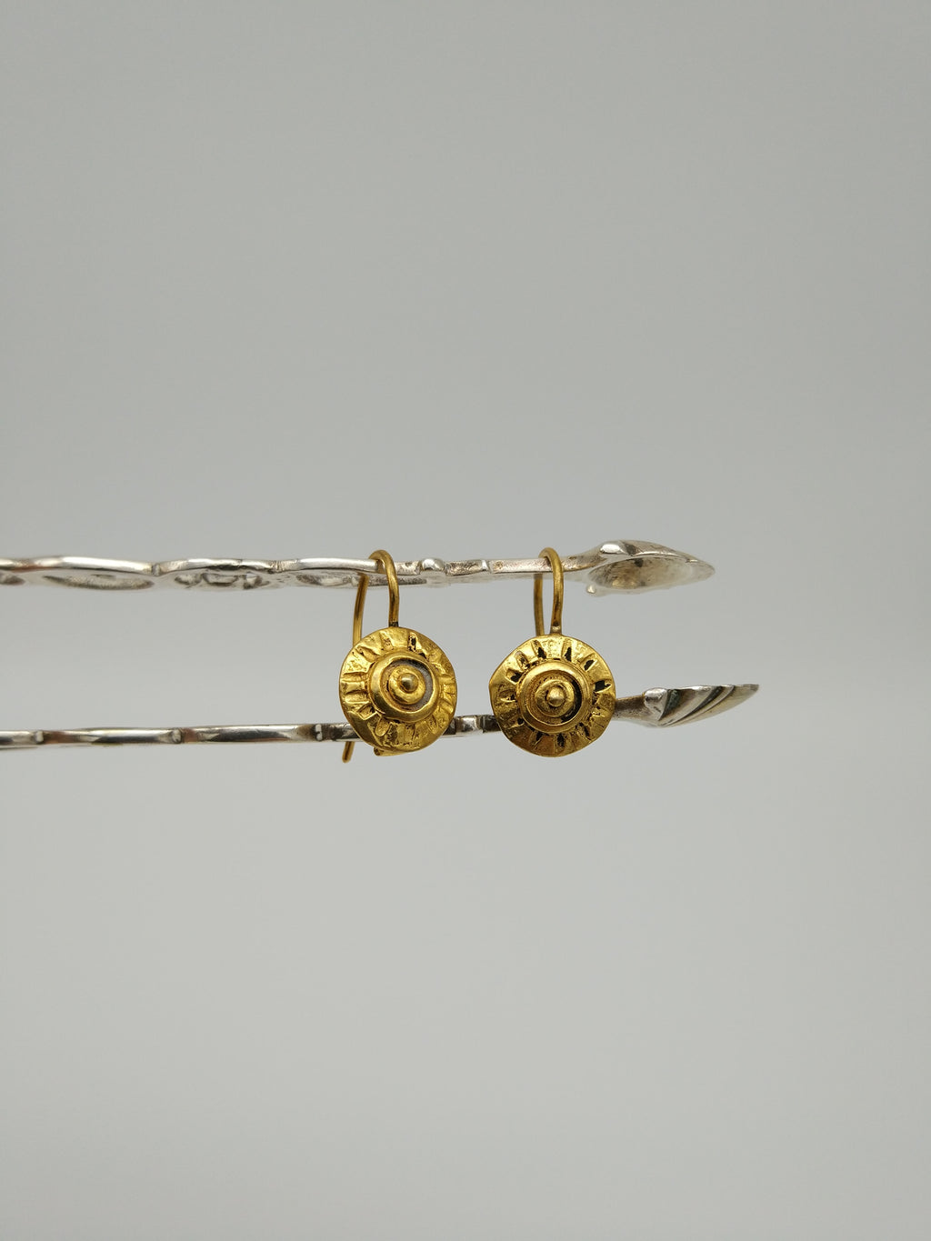 Gold Puce earrings by Elisabeth Riveiro - L'Atelier Natalia Willmott