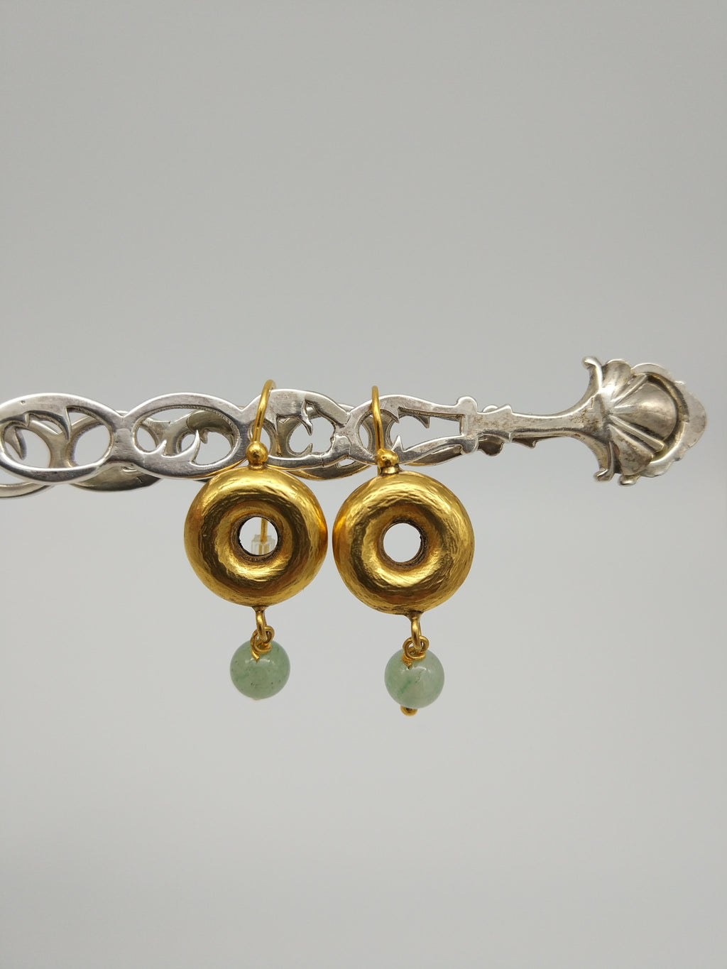 Gold Donut earrings with jade by Elisabeth Riveiro - L'Atelier Natalia Willmott