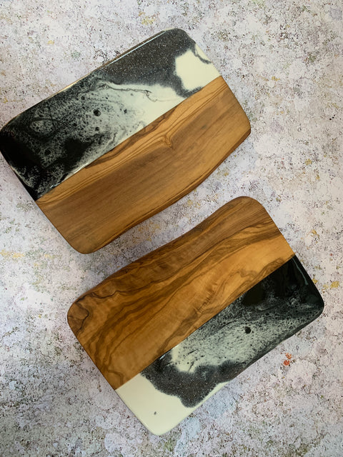 Rectangle Olive wood and resin board - L'Atelier Natalia Willmott