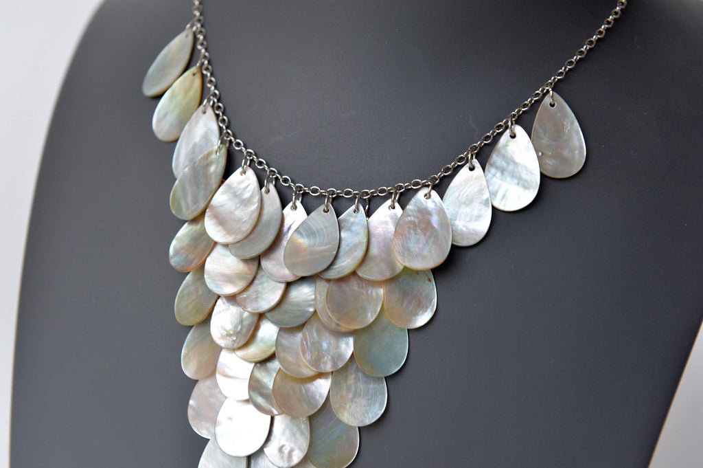 Mother of pearl tear drop necklace - L'Atelier Natalia Willmott