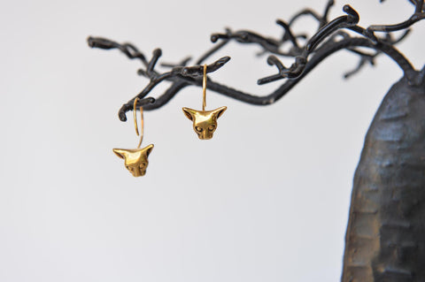 Gold cat earrings by Elisabeth Riveiro
