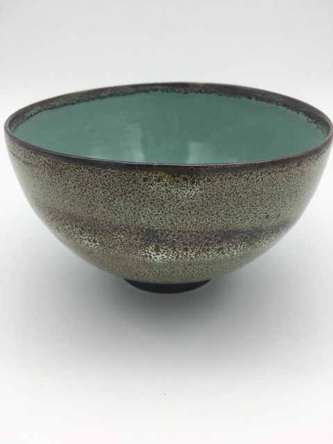 Hand thrown speckled stoneware bowl - L'Atelier Natalia Willmott