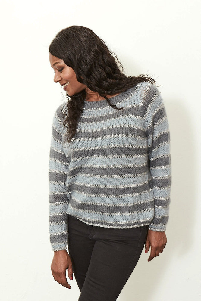 Load image into Gallery viewer, Grey Pull Raglan Bess - Stella Forest at The Bias Cut