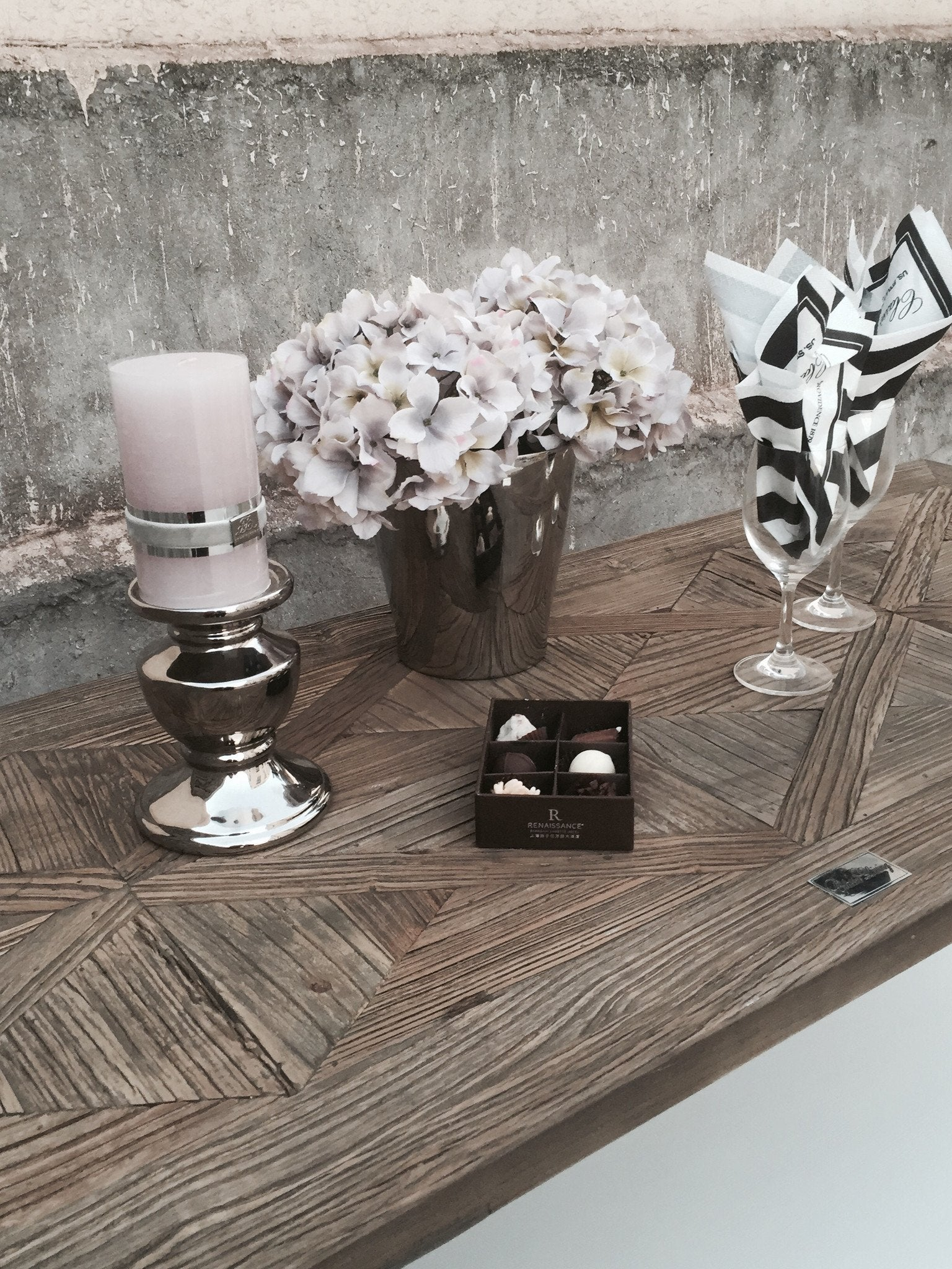 Arlington Console Table in Wood and White - Mirrored furniture - Sparkle Diamond - House of Sparkles