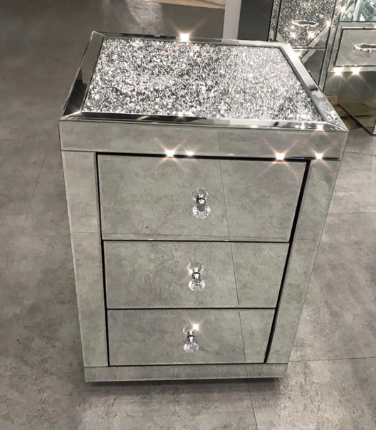 Diamond Crush Top Mirrored Bedside Table | HOS Home | Mirrored furniture | Affordable Luxury