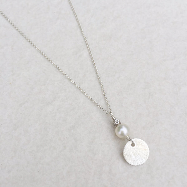 White Round Pearl With Blushed Round Silver Necklace N-14