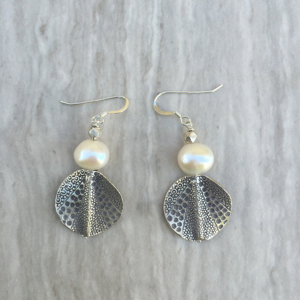 White Pearl With Print Curb Silver Bead Earrings E-11