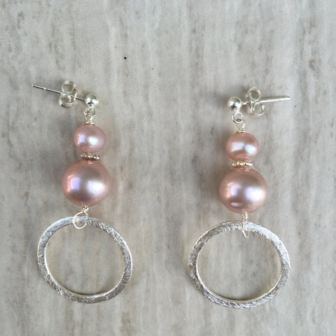 Round Pink Pearls with Silver Ring Dangle Earrings E-20