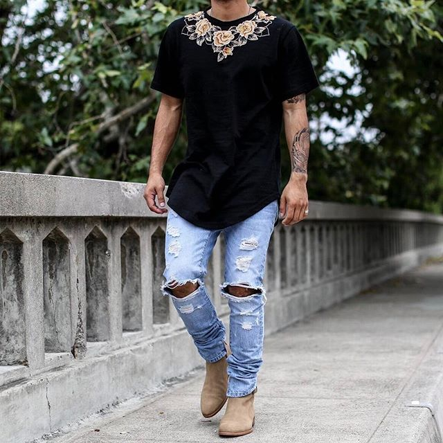 THE BLACK ESSENTIAL FLORAL TEE