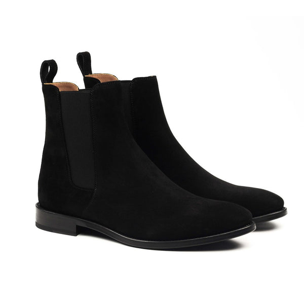 THE CLASSIC BLACK CHELSEA BOOTS