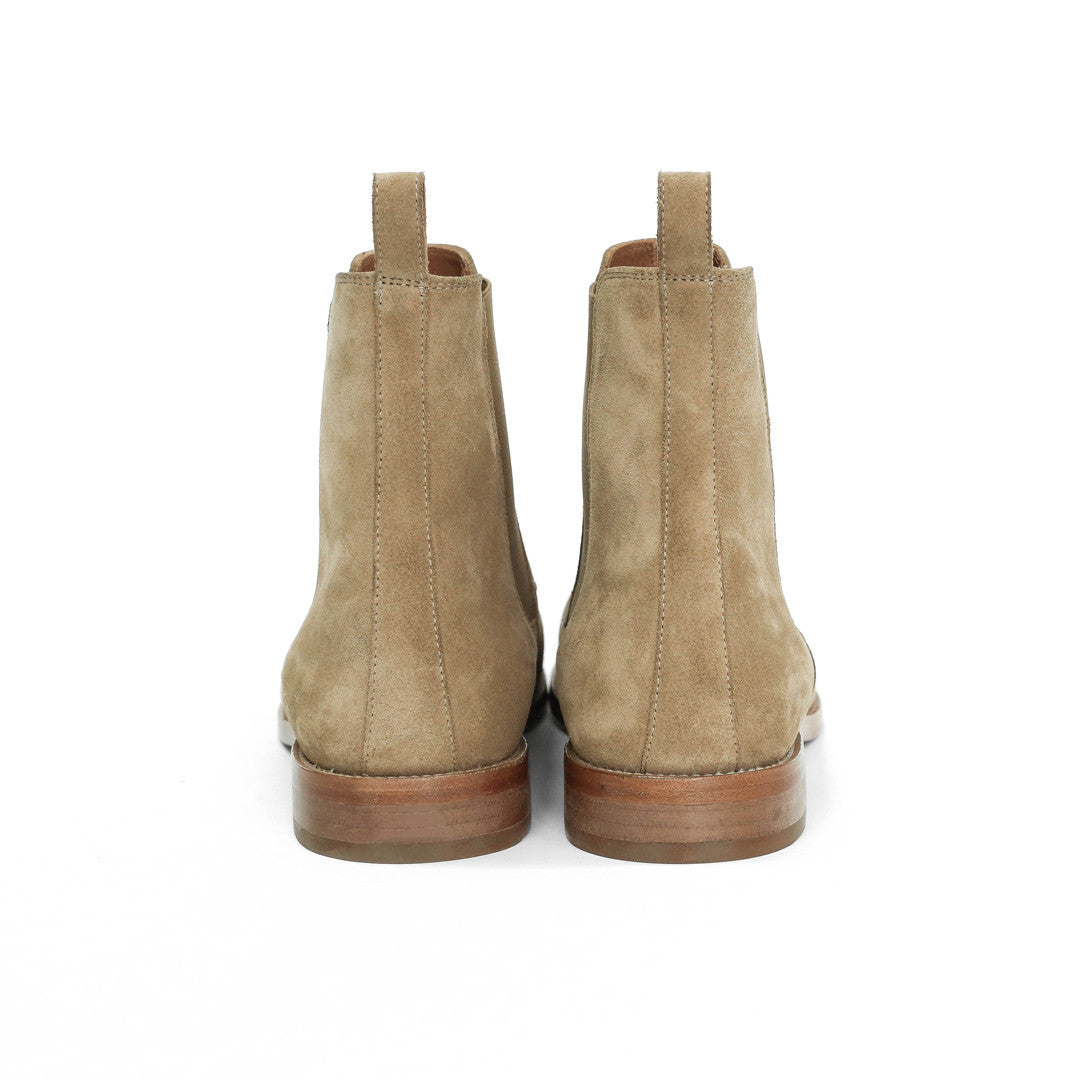 Classic Tan Chelsea Boot Look 3