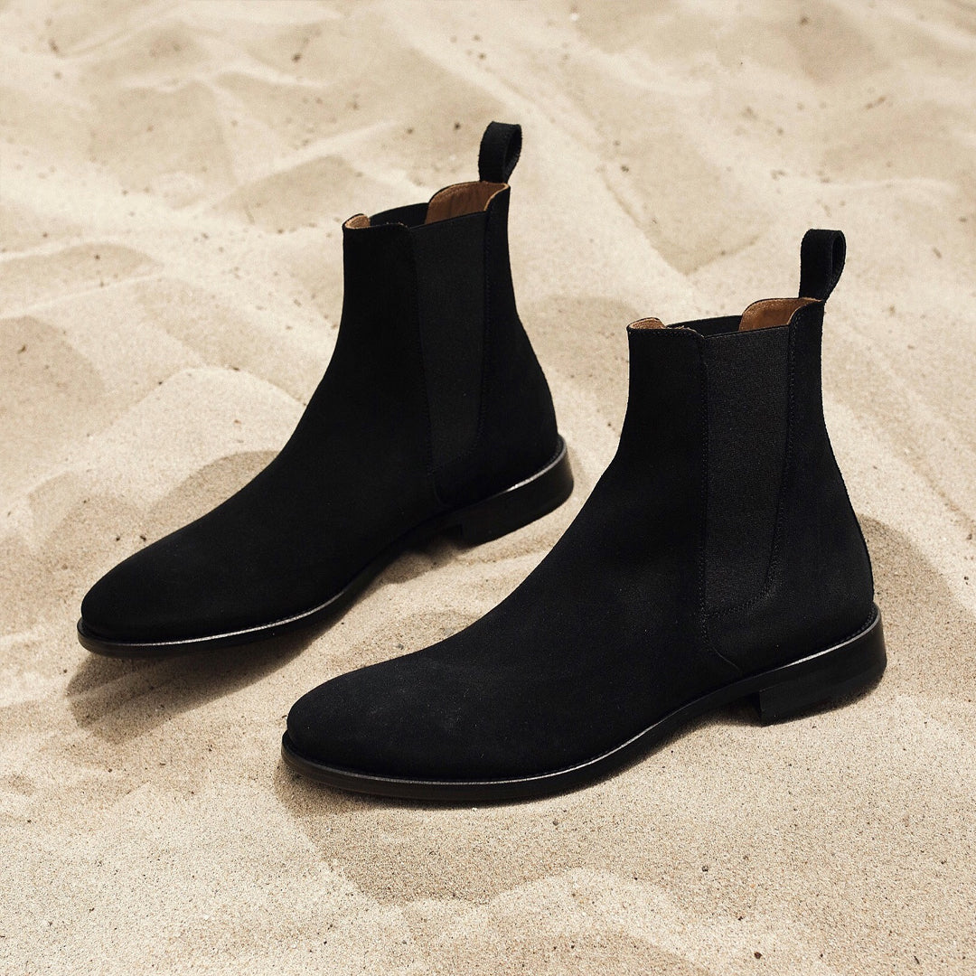 33ab07b4fd92fc ... THE CLASSIC BLACK CHELSEA BOOTS ...