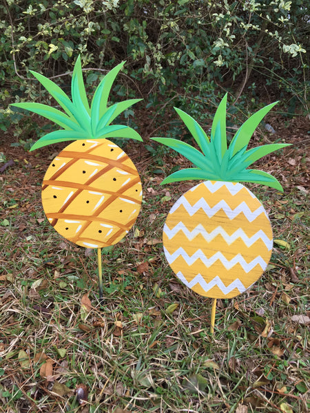 "10"" Pineapple Yard Stakes More Designs Available"