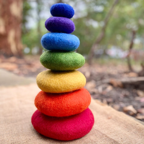 Papoose Stacking Rainbow Pebbles, 7 pieces