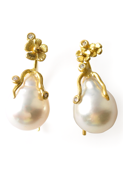 Vibe's Baroque Pearl Flower Earrings