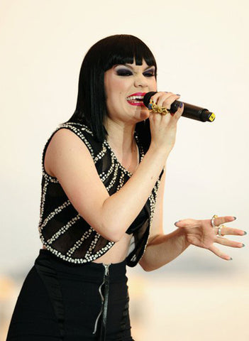 Jessie J wears the gold and turquoise Talon Ring while performing
