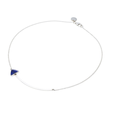 En Arrow Necklace in Sterling Silver & Lapis