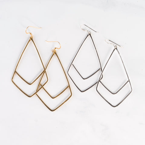 MARIE CLUSTER HOOK EARRINGS