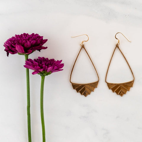 BASICS COLLECTION SIMPLE HEXAGON EARRINGS
