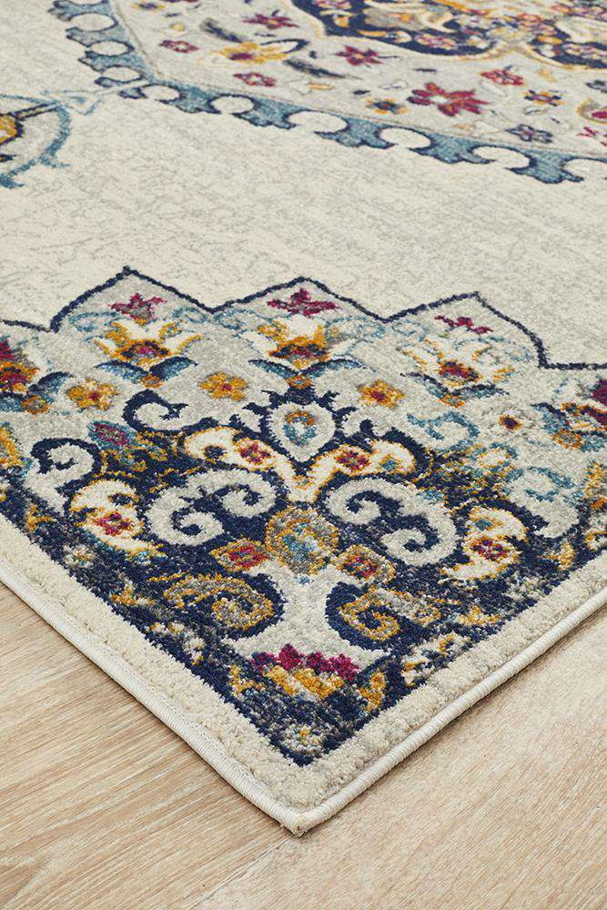Farrar Traditional Medallion Rug - White