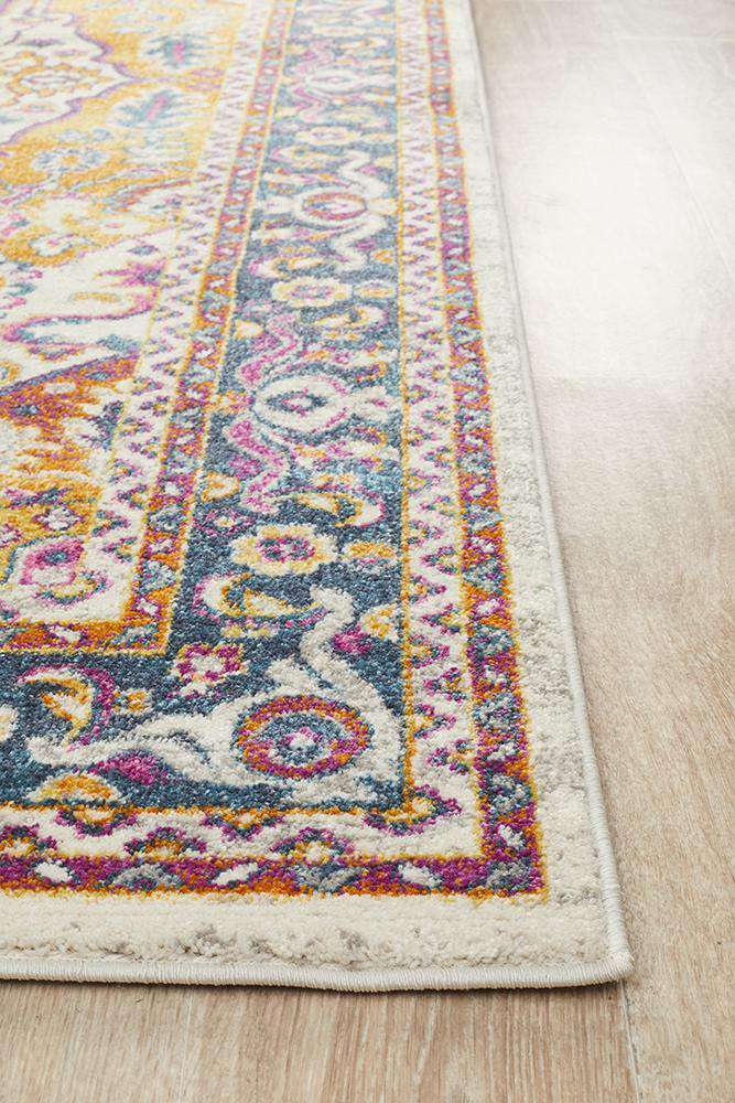 Yettem Traditional Rug