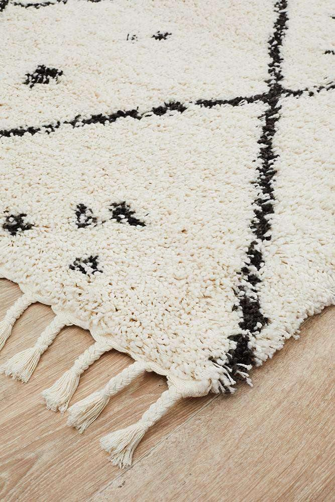 Nahla Fringed Tribal Rug - White - Simple Style Co