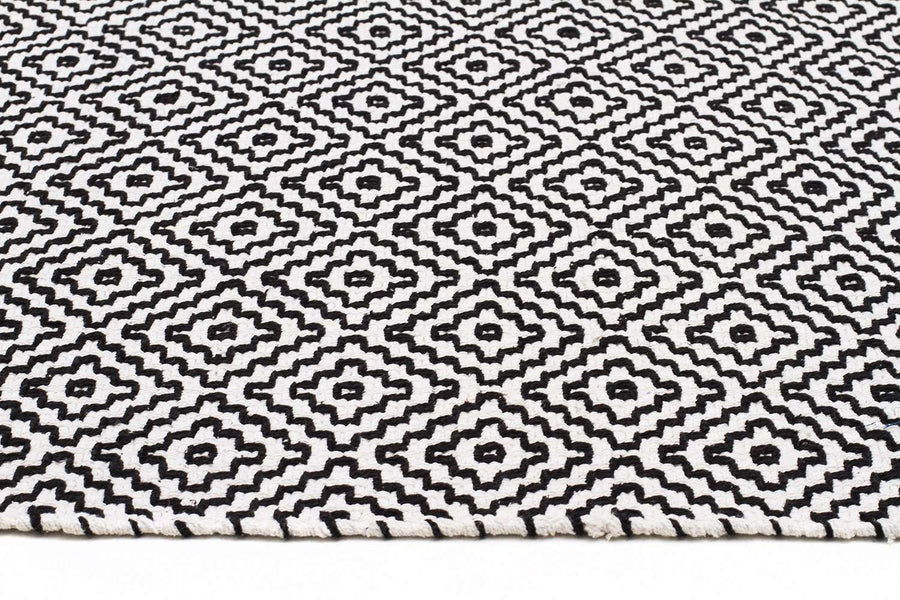 Piedmont Diamond Rug - Black & White