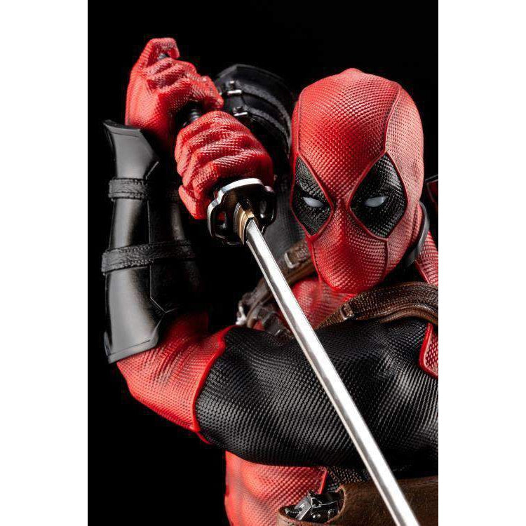 "Marvel Deadpool ""Maximum Effort"" Porcelain Fine Art Statue - DECEMBER 2019"