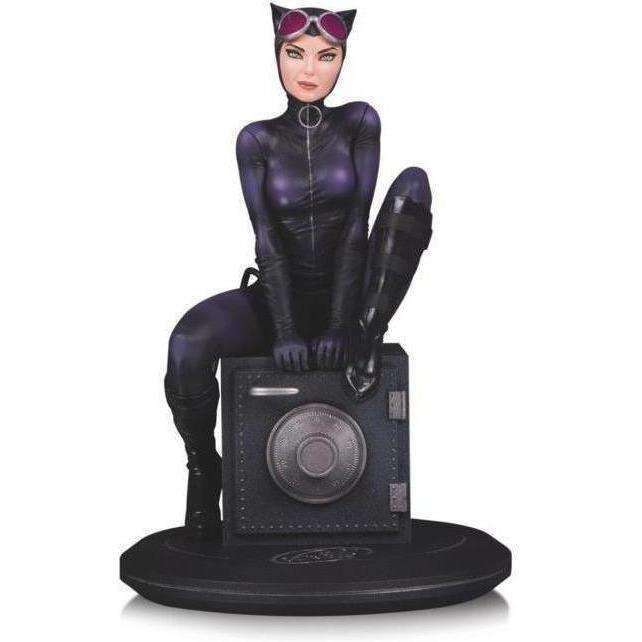 Cover Girls of the DC Universe Catwoman Statue (Joelle Jones) - NOVEMBER 2018