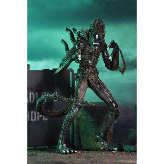 Aliens Ultimate Warrior (Brown) Figure
