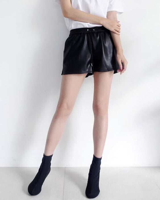 ESSENTIAL LEATHER SHORTS