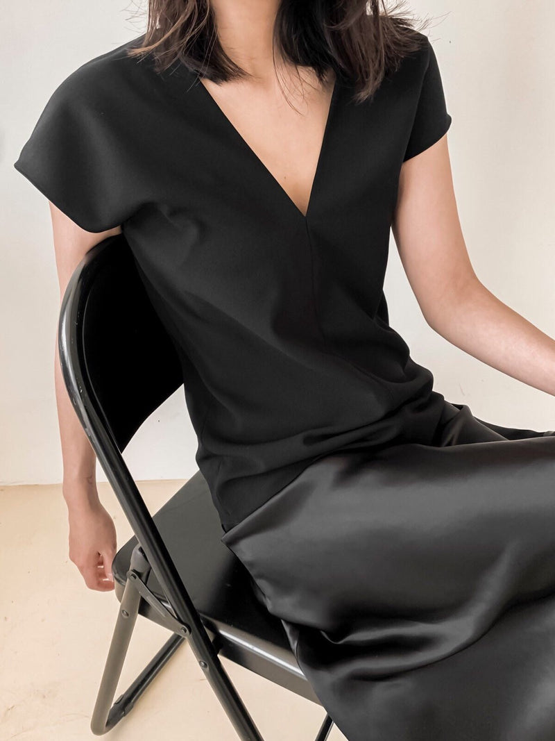 V NECK CREPE BLOUSE