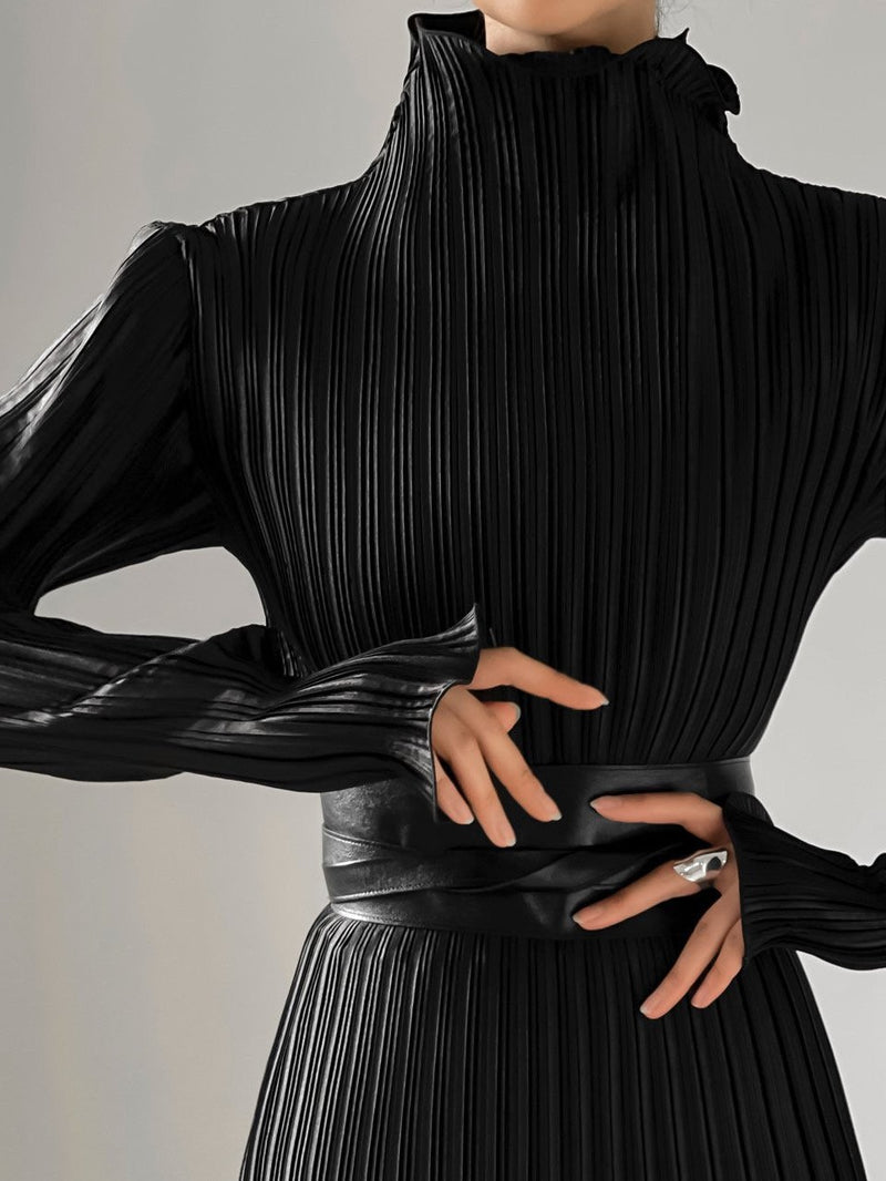 PLEATED WAVE HIGH COLLAR TOP