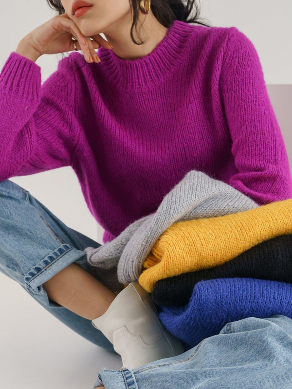 CLASSIC ROUND NECK WOOL SWEATER
