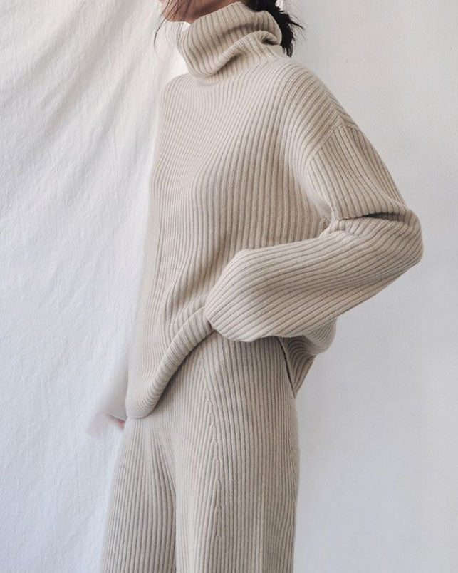 RIBBED CASHMERE TURTLE NECK