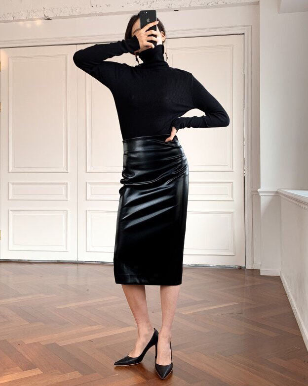 PATENT LEATHER PENCIL SKIRT
